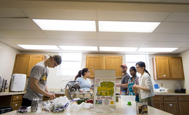 This past Thursday, on April 12, AvondaleÕs commune dinner was prepared and served by Ball State students and volunteers from the community, Muncie, Ind. Grace Hollars, NPPA