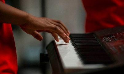 A Youth Symphony Orchestra of East Central Indiana member plays the keyboard at the Muncie Outreach concert on April 13 at the Muncie Mall. Breanna Daugherty | SFG